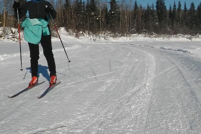 Sonot volunteer skiing home