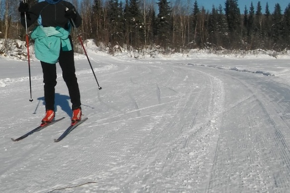 Sonot volunteer skiing home
